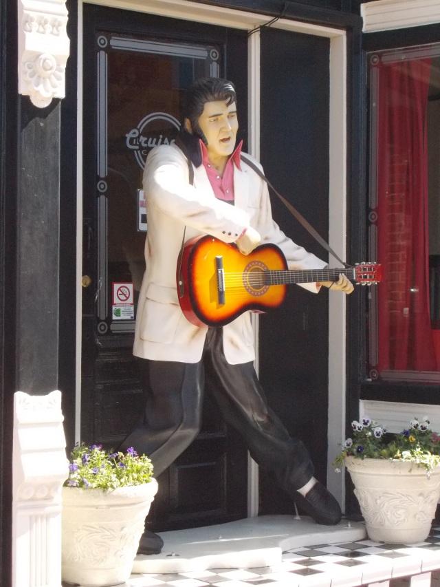Elvis @ Cruisers