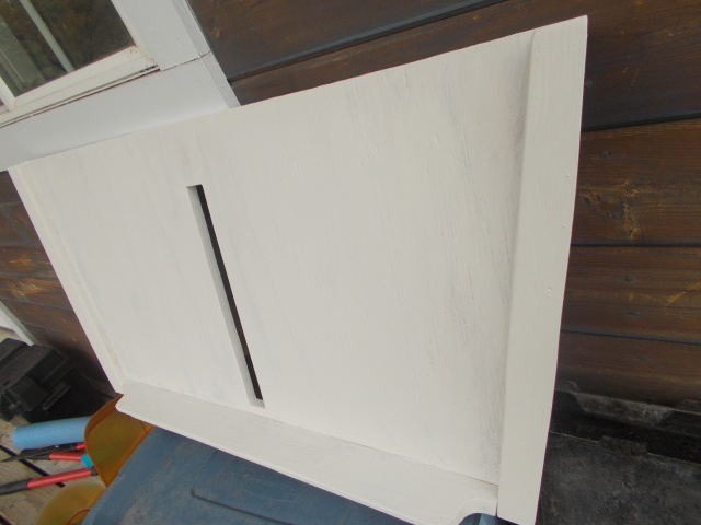 The seat, painted, with a slot for the dagger board