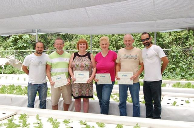 4 Grads with 2 teachers of the Aquaponics course in Puerto Rico