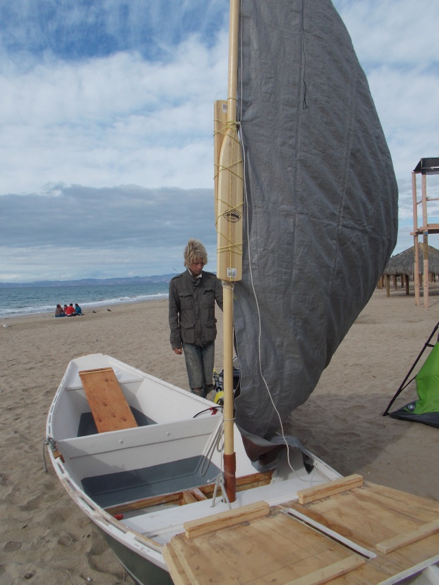 Mast made from his two wooden paddles.  Rowing would now be with his kayak paddles.