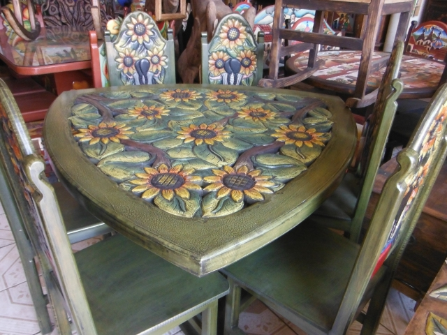 Triangular Sunflower table and chairs