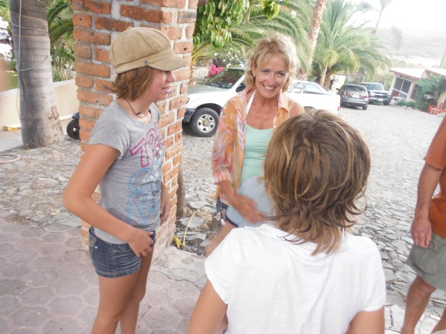 Jan saying her Goodbyes and giving out hugs to the kiddos