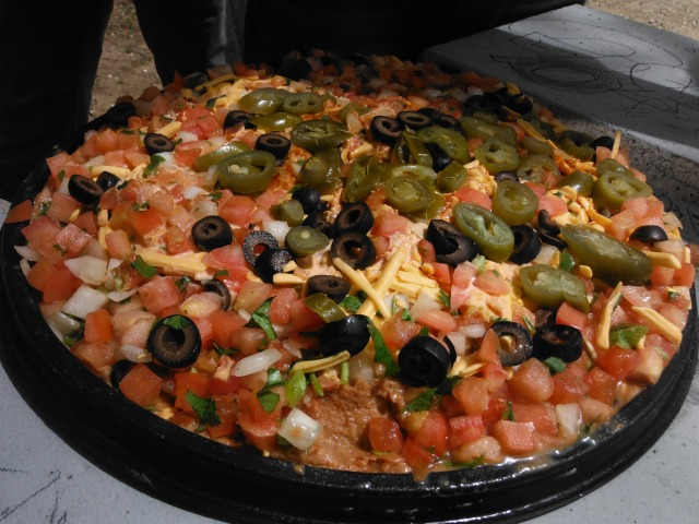 'Pizza' bean dip for lunch